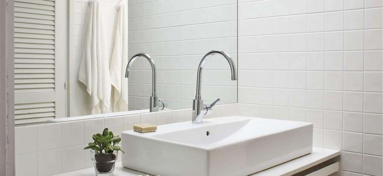 armario-pared-bano-consejos-para-decorar-en-el-bano