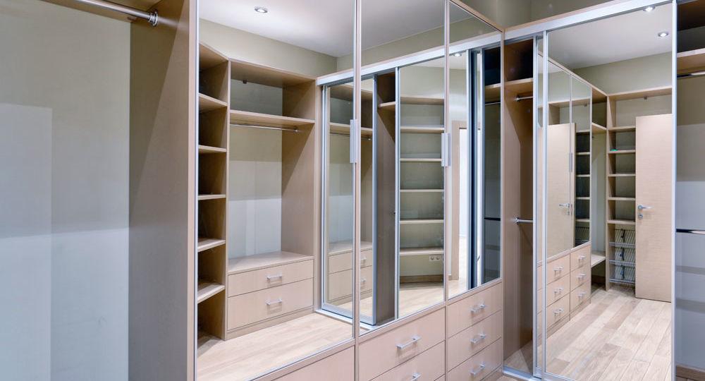 cambiar-puertas-abatibles-por-correderas-en-armario-tips-para-instalar-tu-armario