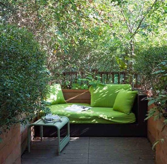 casas-con-porche-y-jardin-ideas-para-decorar-tu-jardin