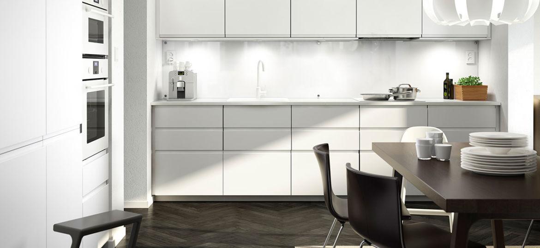 cocina-blanca-y-madera-trucos-para-comprar-en-tu-cocina
