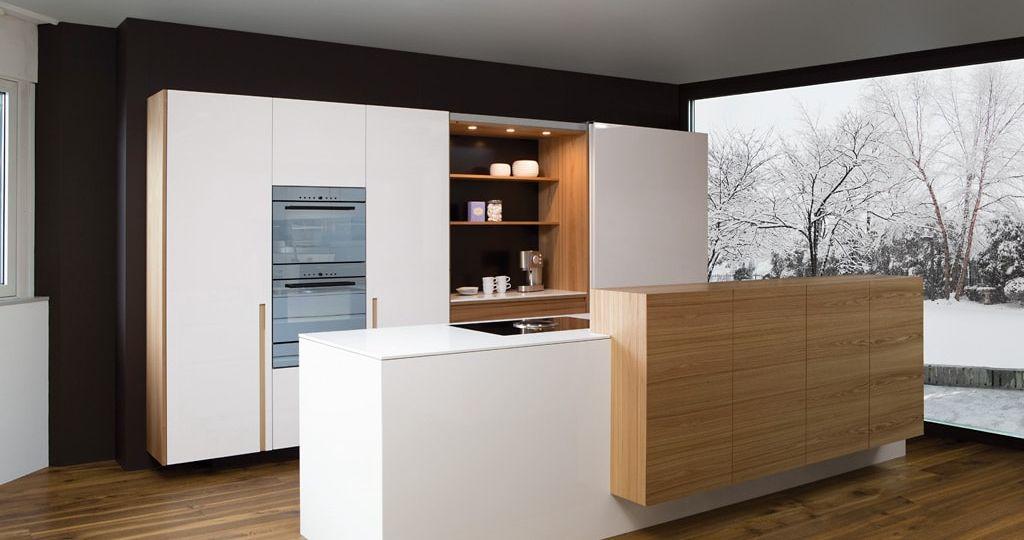 cocina-madera-y-blanca-trucos-para-instalar-en-la-cocina