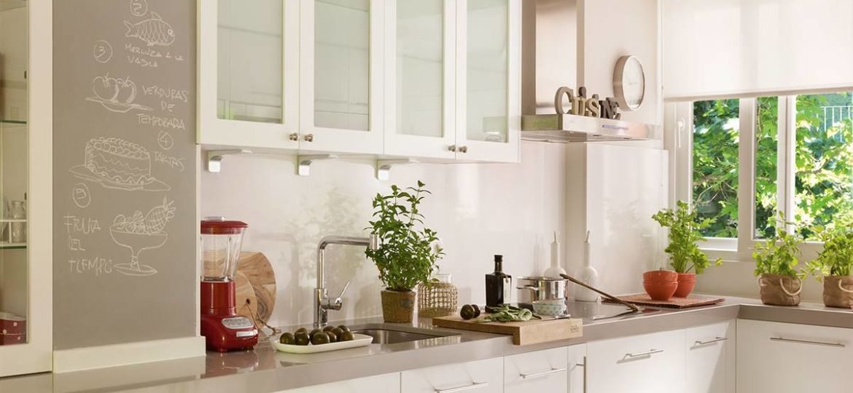 cocina-marron-y-blanca-trucos-para-decorar-en-tu-cocina