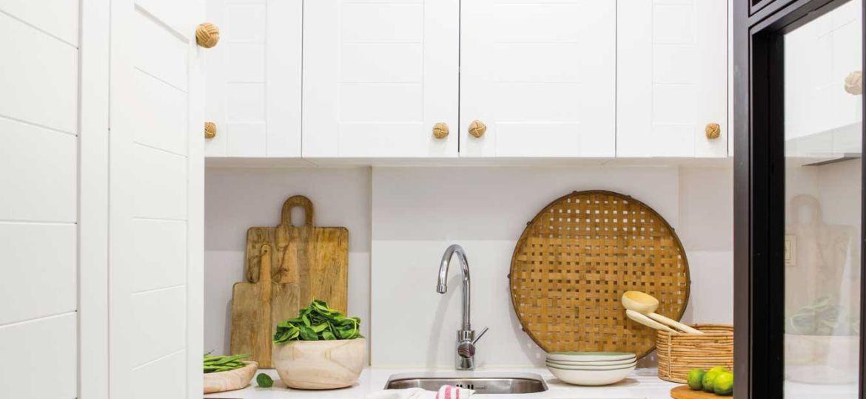 cocinas-alargadas-y-estrechas-fotos-trucos-para-instalar-en-tu-cocina