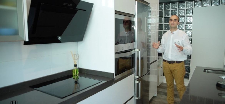 cocinas-blancas-con-encimera-negra-ideas-para-instalar-en-la-cocina