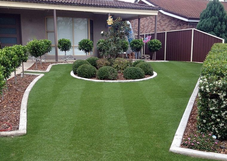 colocacion-cesped-artificial-en-jardin-ideas-para-comprar-el-jardin