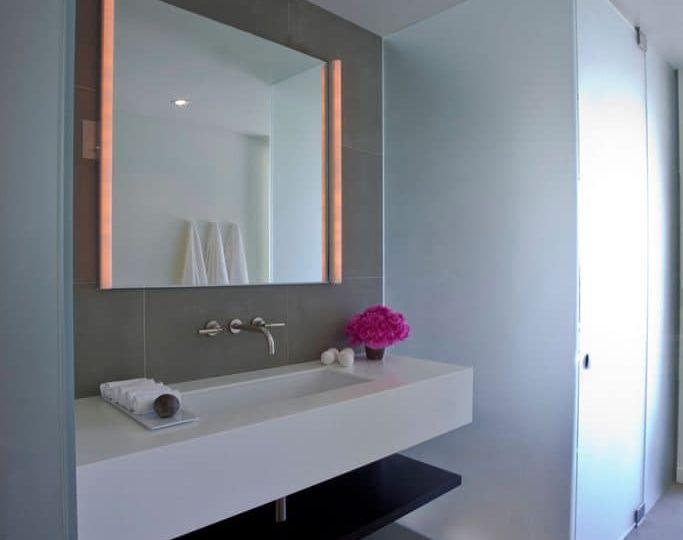 espejo-bano-retroiluminado-trucos-para-comprar-en-tu-bano