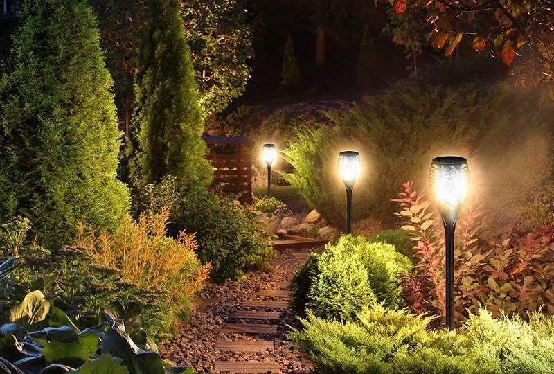 faroles-solares-para-jardin-tips-para-comprar-tu-jardin