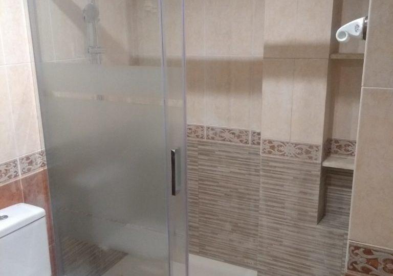 fotos-de-banos-con-plato-de-ducha-de-obra-trucos-para-instalar-en-tu-bano