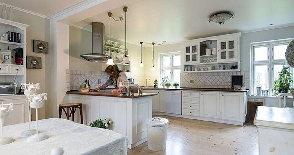 frentes-de-vidrio-para-cocinas-tips-para-comprar-en-la-cocina