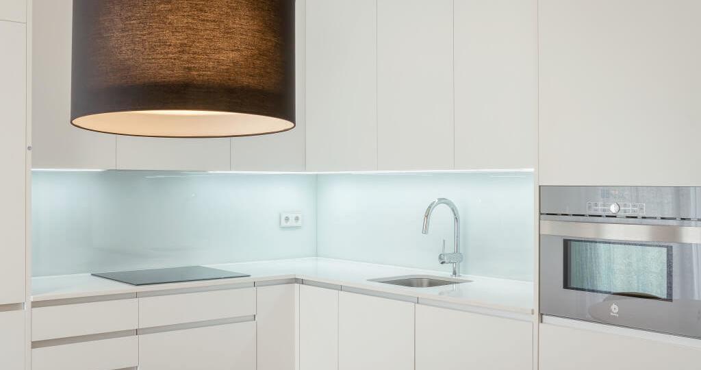iluminacion-para-cocinas-techos-trucos-para-instalar-en-la-cocina