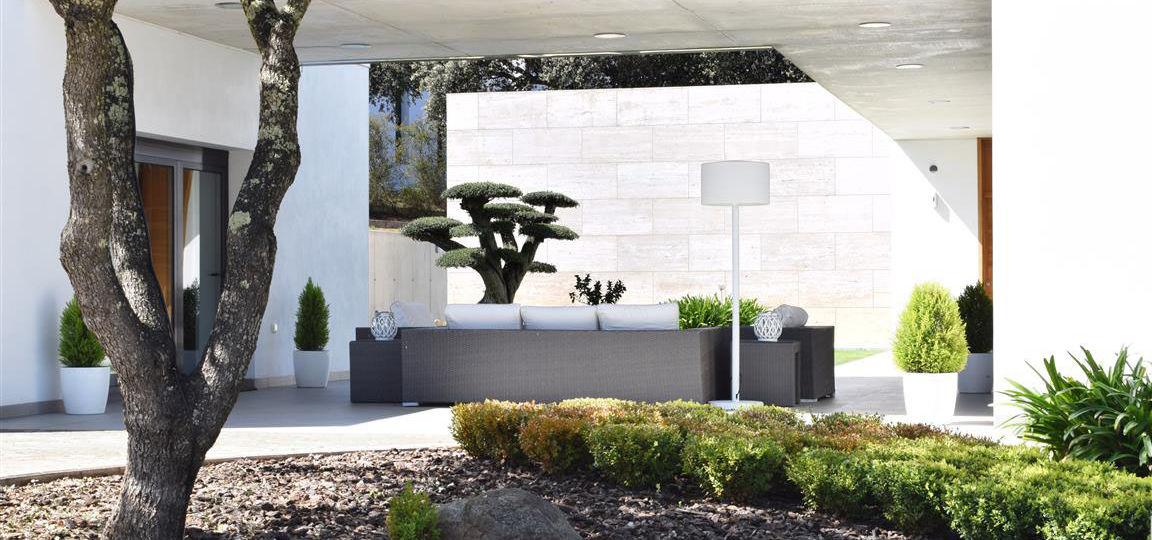 jardineras-de-madera-para-exterior-consejos-para-mantener-el-jardin