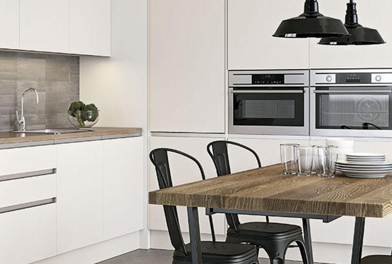 mesa-alta-cocina-con-taburetes-consejos-para-montar-en-la-cocina