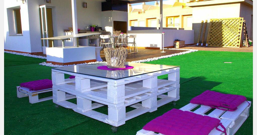 mesa-de-jardin-con-palets-ideas-para-mantener-el-jardin
