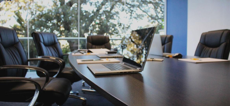 mesas-de-escritorio-blancas-ideas-para-instalar-tu-mesa