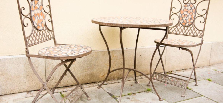 mesas-de-jardin-de-forja-tips-para-mantener-el-jardin