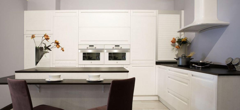mesas-para-cocinas-blancas-trucos-para-comprar-tu-mesa