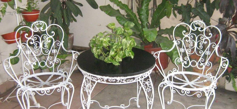 mesas-y-sillas-jardin-segunda-mano-trucos-para-montar-tu-jardin