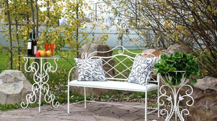 muebles-de-forja-para-jardin-ideas-para-mantener-tu-jardin