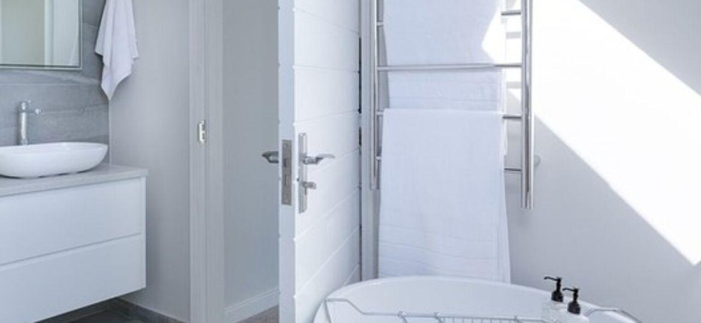 radiadores-de-bano-toalleros-trucos-para-instalar-en-tu-bano