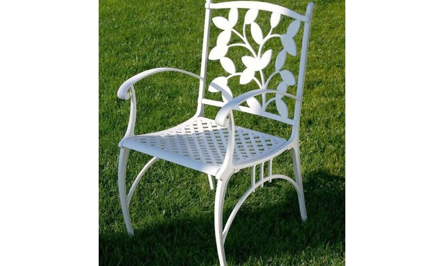sillas-de-forja-para-jardin-trucos-para-mantener-tu-jardin
