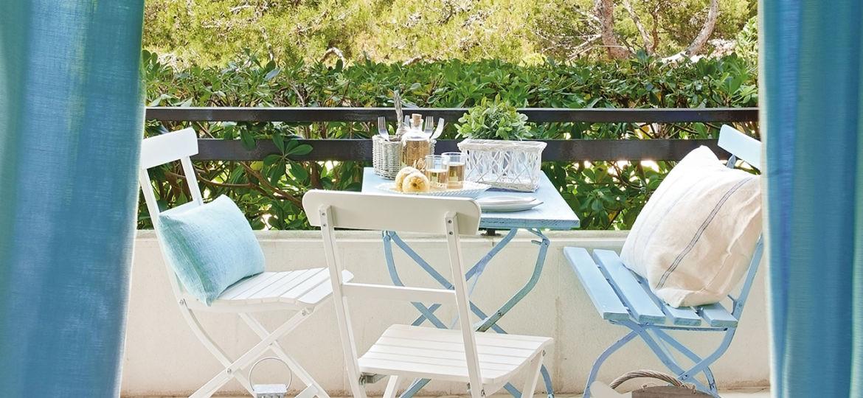 sillas-plastico-terraza-tips-para-montar-en-la-terraza