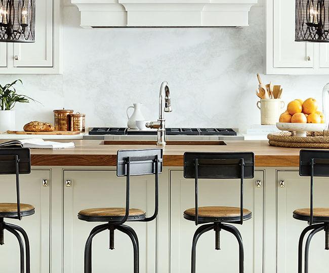 taburete-cocina-madera-consejos-para-decorar-en-la-cocina