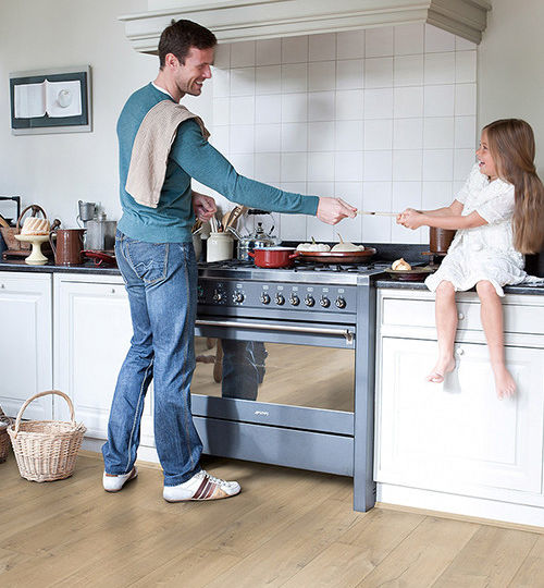 tarimas-flotantes-para-cocinas-ideas-para-instalar-en-tu-cocina