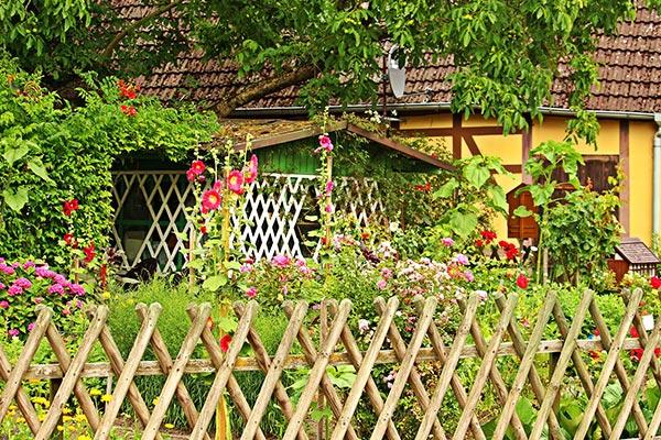 vallas-jardin-madera-sintetica-tips-para-comprar-tu-jardin