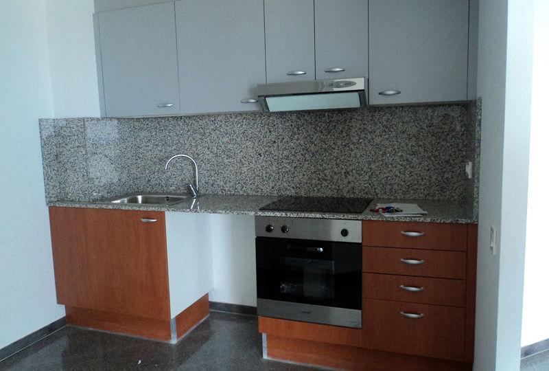 zocalo-aluminio-cocina-tips-para-comprar-en-tu-cocina